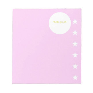 Modelo cor-de-rosa com estrelas bloco de notas