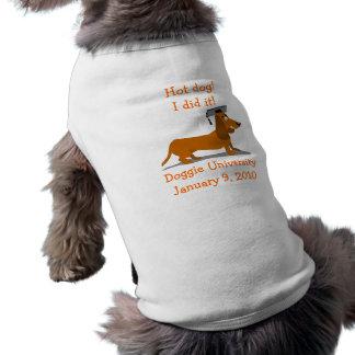 Modelo da camiseta de cão da graduação do
