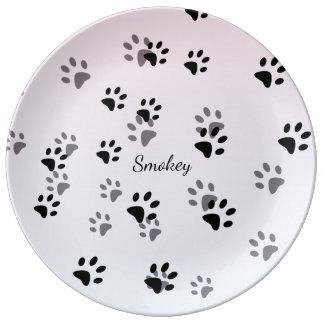 Modelo insolente das pegadas do gato prato de porcelana