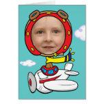 Modelo piloto engraçado da cara da foto cartao
