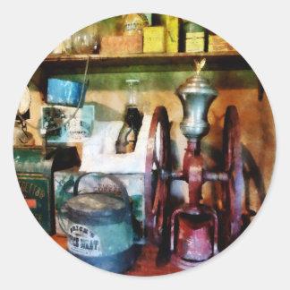Moedor de café antiquado adesivos redondos