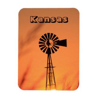 Moinho de vento de Kansas com o ímã de ardência do