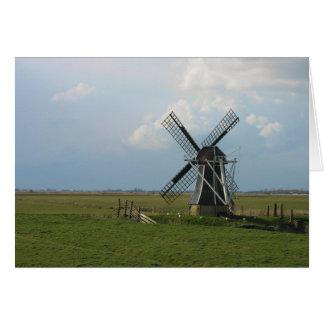 Moinho de vento holandês pequeno no cartão de nota