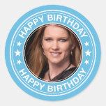 Moldura para retrato do feliz aniversario no azul adesivo redondo