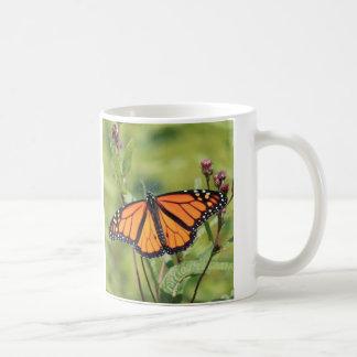 Monarca no prado caneca de café