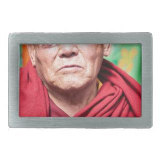 Monge budista na veste vermelha