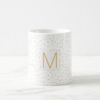 Monograma branco dos confetes do ouro caneca de café