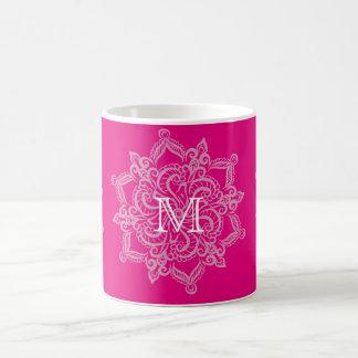 Monograma chique da mandala do rosa quente caneca