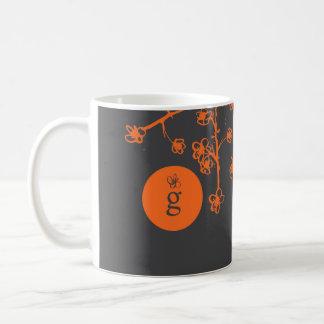 Monograma com flores de cerejeira vibrantes caneca de café