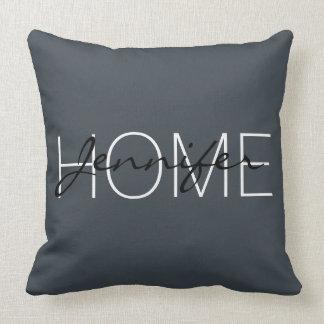 Monograma da casa da cor do arsênico almofada