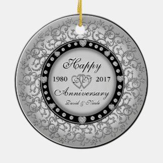 Monograma decorativo do costume do aniversário ornamento de cerâmica redondo