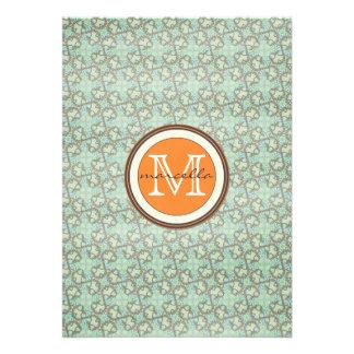 monograma do teste padrão do marrom swirly azul convites personalizados