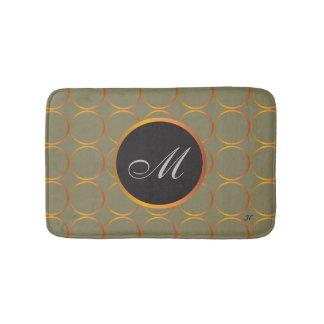 Monograma dos anéis de ouro tapete de banheiro