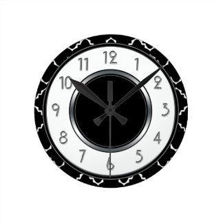 Monograma elegante de Quatrefoil - branco preto Relógio Redondo