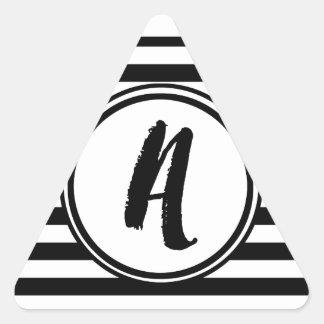 Monograma listrado preto e branco - A Adesivo Triangular