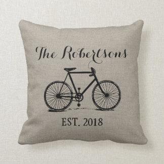 Monograma rústico do casamento da bicicleta do almofada
