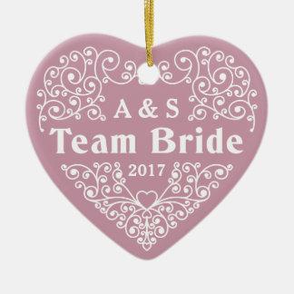 Monogramas da noiva da equipe & ornamento feitos