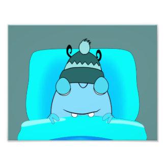 Monstro azul no sono da cama artes de fotos