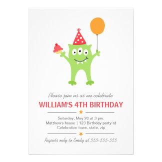 Monstro engraçado com aniversário do balão e do cu convites personalizado