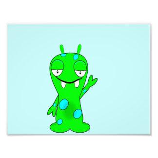 Monstro verde pequeno bonito, acenando impressão de foto