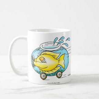 Montagem 3 dos desenhos animados dos peixes caneca