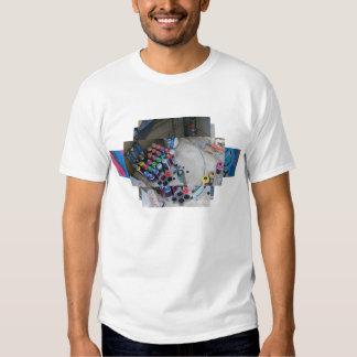 Montagem dos grafites da lata de pulverizador tshirts