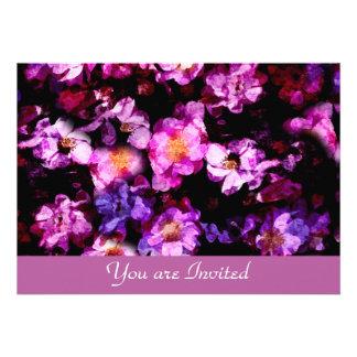Montagem Painterly do abstrato selvagem roxo cor-d Convite