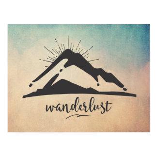 Montanha com Sunrays - tipografia do Wanderlust Cartão Postal