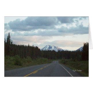 Montanha no cartão de nota da estrada de Alaska