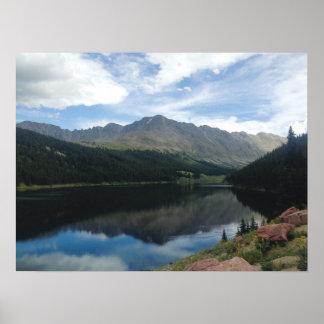 Montanhas de Colorado e poster da reflexão do lago