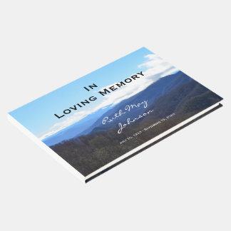 Montanhas memorial ou livro de hóspedes do funeral