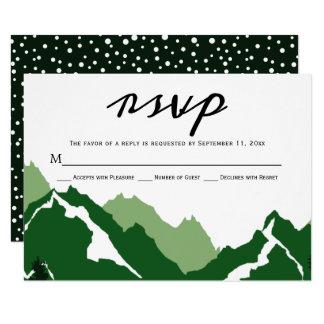 Montanhas verdes que wedding o cartão da resposta
