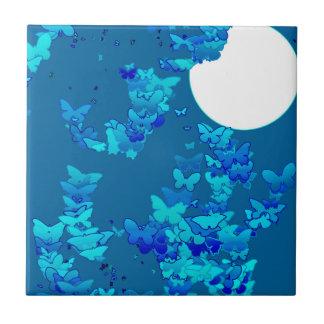 Moonscape com borboletas - profundamente azul azulejo quadrado pequeno