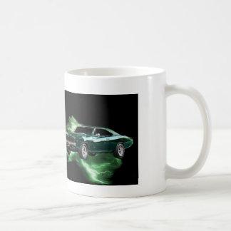 Mopar: 'Carregador de 68 Dodge com relâmpago verde Canecas