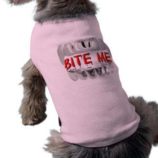 Morda-me sangue e camiseta de cão dos dentes