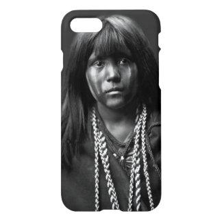 Mosa - uma mulher do Mojave por Edward S. Curtis Capa iPhone 7
