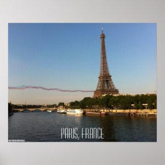 Mosca de Paris, France - de Skywriters pela torre  Pôster