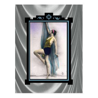 Mostre o dançarino da menina cartão postal