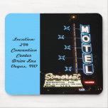 Motel de néon retro da série #3 Somerset Mouse Pads