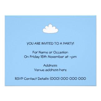 Motivo branco da nuvem No azul Convite Personalizados