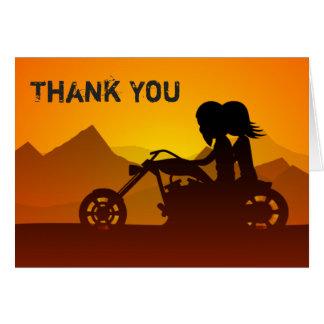 Motocicleta da equitação do casal com obrigado das cartão de nota