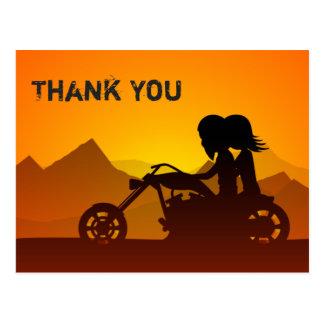 Motocicleta da equitação do casal com obrigado das cartão postal