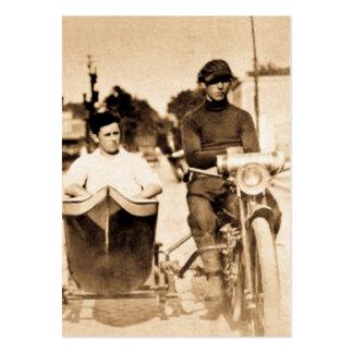 Motociclista do vintage e motocicleta foragido cartão de visita grande