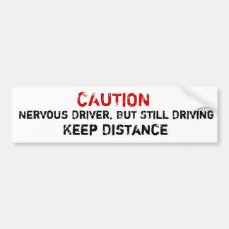 Motorista nervoso, mas ainda condução do adesivo para carro