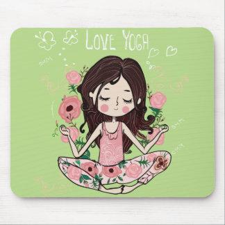 Mousepad A menina cor-de-rosa dos rosas ama a ioga