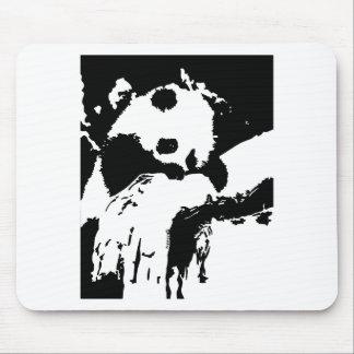 Mousepad A panda do bebê abraça uma árvore