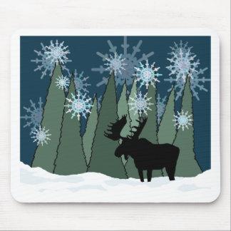 Mousepad Alces na floresta nevado