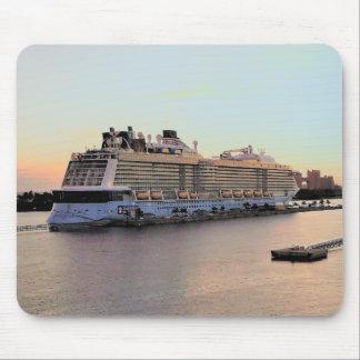Mousepad Aurora do porto de Nassau com navio de cruzeiros