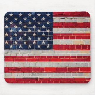 Mousepad Bandeira de América em uma parede de tijolo