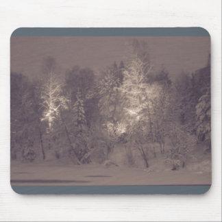 Mousepad bonito - blizzard por um rio